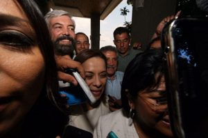 Desaíran Vásquez Mota y Estefan Garfias a periodistas