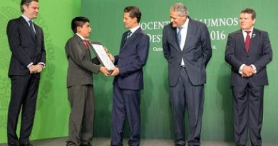 Oaxaqueños ganadores de la Olimpiada del Conocimiento, en Los Pinos
