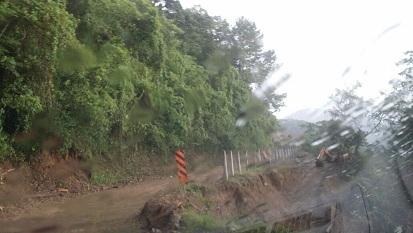 Esperan autorización de recursos para reparar carretera