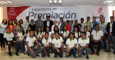 Premian 1ros lugares de concurso de conocimientos del COBAO