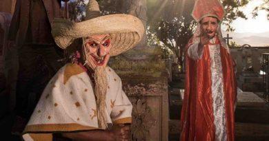 Mujeres de Etla continúan con festejo a Fieles Difuntos