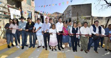 Entrega Oswaldo pavimentación en Mártires de Río Blanco
