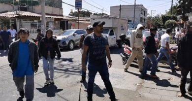Grupo de choque amenaza con armas a periodistas