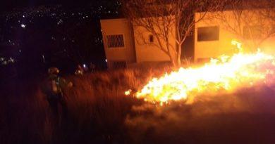 Sofocan incendio en Cerro del Crestón