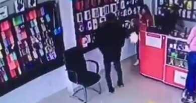 Propinan balazos a mujer en tienda de celulares
